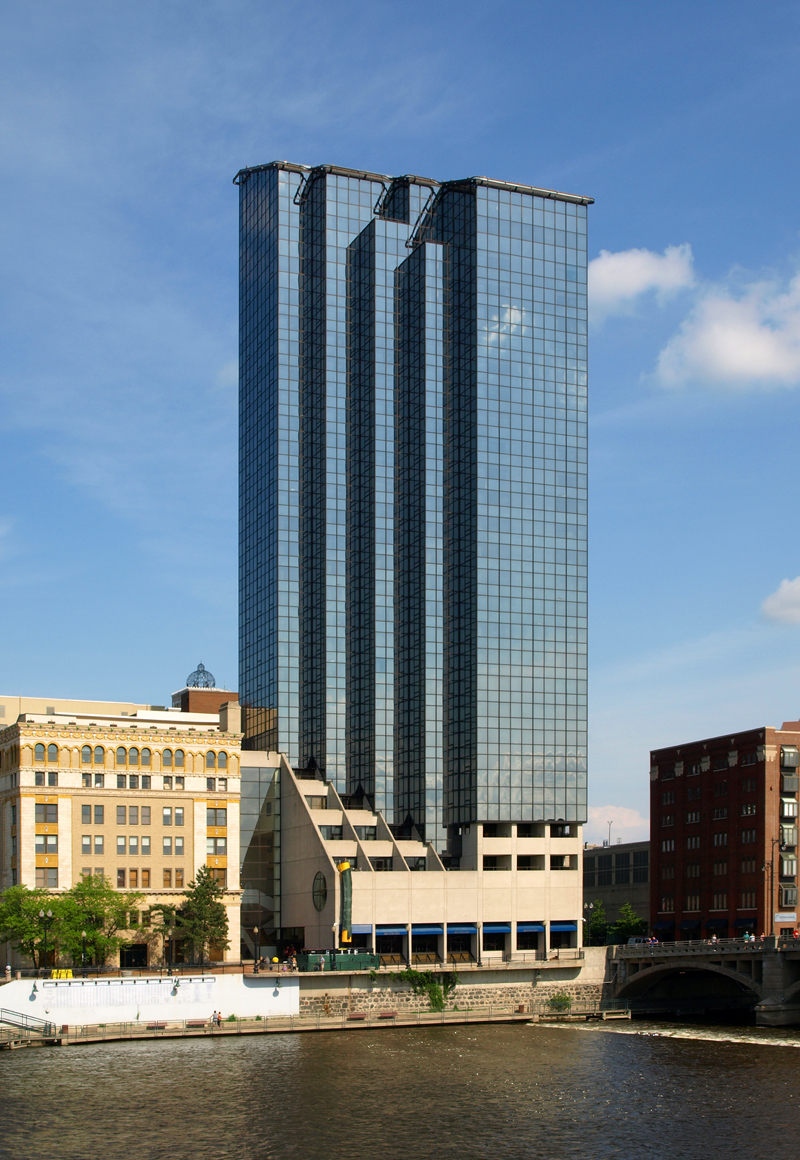 City Of Grand Rapids >> Amway Grand Plaza Hotel - Glass Tower - The Skyscraper Center